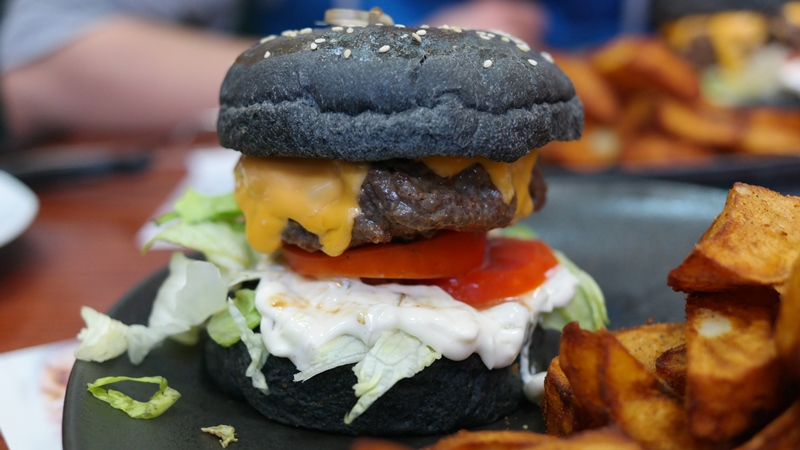 Don Pepe – Black White Burger